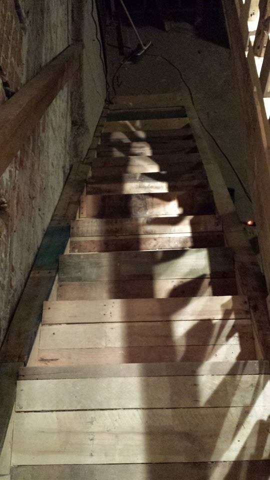 WOOD-staircase-pallets-March2015